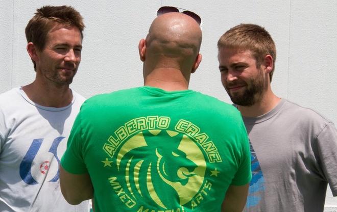 Nhung dieu it biet ve bom tan 'Fast & Furious 7' hinh anh 3 Hình ảnh Caleb và Cody Walker trên trường quay của bộ phim được chính Vin Diesel chia sẻ.