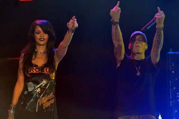 'The Monster Tour' cua Rihanna va Eminem dot chay nuoc My hinh anh