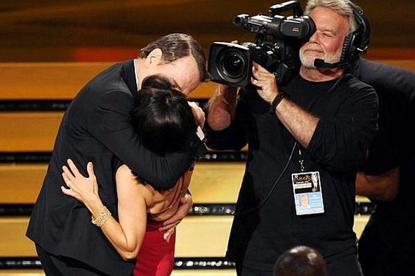 Nhung khoanh khac dang nho cua dem trao giai Emmy 2014 hinh anh