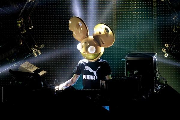 DJ Deadmau5 bi Disney kien vi bieu tuong chu chuot hinh anh