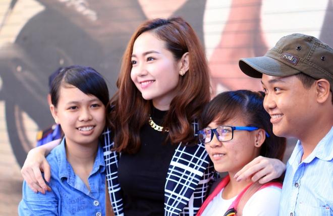 Minh Hang deo dong ho 300 trieu toi gap fan Can Tho hinh anh 4