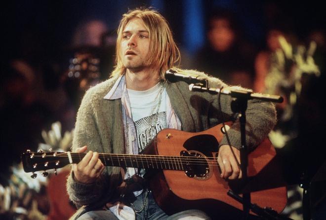Kurt Cobain au da tren san khau hinh anh