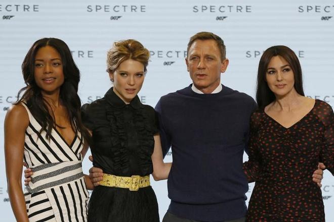 'Qua bom sex' Monica Belluci hon 50 tuoi van lam Bond girl hinh anh 2