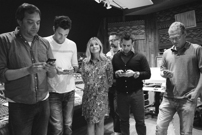 Straight No Chaser & Kristen Bell - 'Text Me Merry Christmas' hinh anh