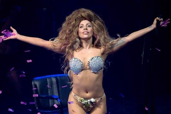 Lady Gaga se trinh dien tren san khau Oscar 2015 hinh anh