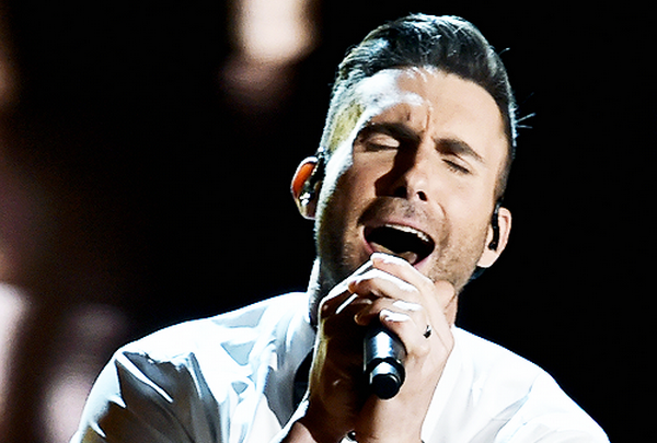 Adam Levine - 'Lost Stars' (Live at Oscar 2015) hinh anh