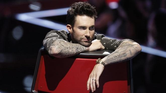 Adam Levine moi fan nhi bi benh down toi xem Maroon 5 dien hinh anh
