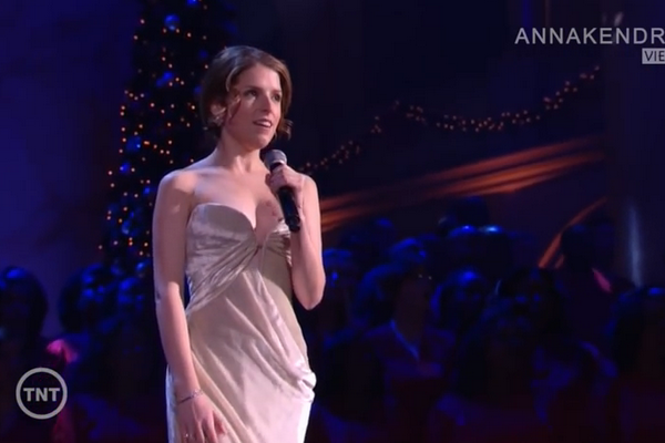 Anna Kendrick - 'Have Yourself a Little Merry Christmas' hinh anh