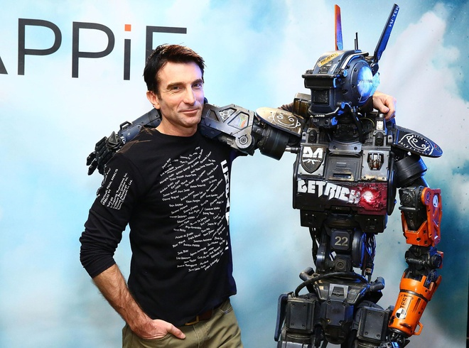 'Chappie' - Khi nguoi may cung biet truong thanh hinh anh
