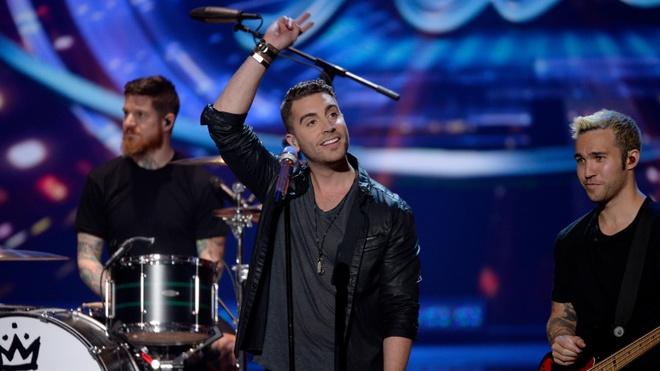 Giay phut dang quang American Idol 2015 cua Nick Fradiani hinh anh