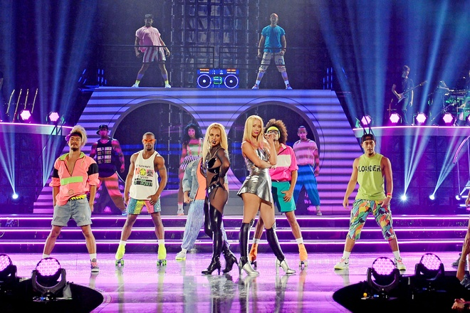 Britney Spears feat. Iggy Azalea - 'Pretty Girls' (Live at Billboard Music Awards 2015) hinh anh