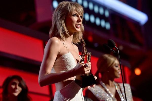 Taylor Swift dai thang o giai thuong Billboard 2015 hinh anh
