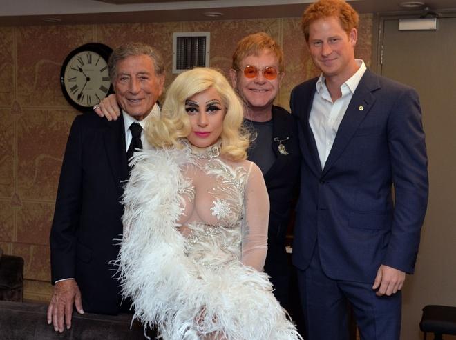 Lady Gaga trang diem chan may kim cuong di gap hoang tu Anh hinh anh