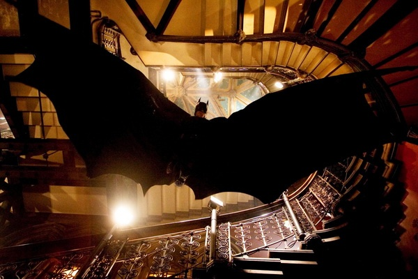Hau truong thu vi cua bom tan 'Batman Begins' hinh anh