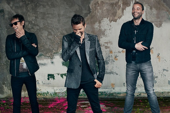 Muse gianh ngoi dau Billboard 200 voi 'Drones' hinh anh