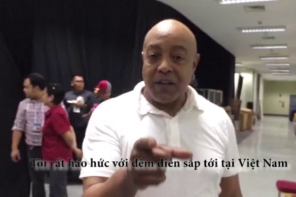 Peabo Bryson chao khan gia Viet Nam hinh anh