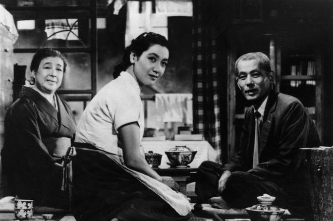 Tokyo Story (1953) của đạo diễn Yasujirō Ozu được LHP Busan bầu chọn là phim  châu Á hay nhất mọi thời đại.