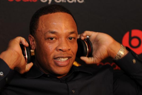 Billboard 200 khoi sac tro lai nho Luke Bryan va Dr. Dre hinh anh
