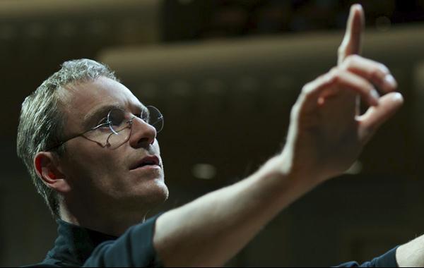 Bien kich phim 'Steve Jobs' xin loi Tim Cook hinh anh