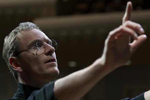 Tai sao 'Steve Jobs' la phim gay tranh cai nhat 2015? hinh anh
