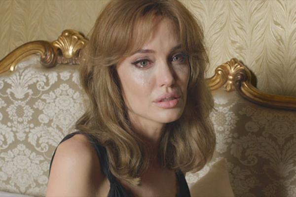 Angelina Jolie khong dua chuyen bat hoa trong nha len phim hinh anh