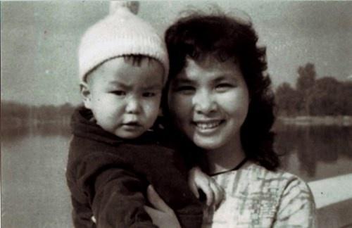 Xuan Quynh: Chuyen doi, chuyen yeu hinh anh 2 Xuân Quỳnh và con trai Tuấn Anh chụp và tặng Phan Thị Thanh Nhàn trước khi đi Quảng Bình.