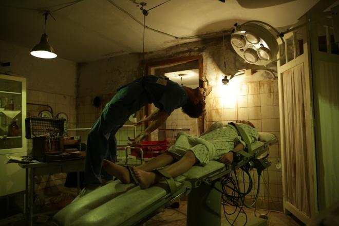 'Loi nguyen con Dam Bich': Phim kinh di loi cuon den tu Nga hinh anh 2 Hình 2: Những cảnh ghê rợn xuất hiện dồn dập từ đầu đến tận phút cuối phim.