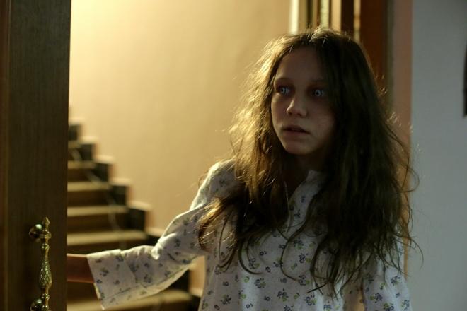 'Loi nguyen con Dam Bich': Phim kinh di loi cuon den tu Nga hinh anh 3 Hình 3: Nhân vật Anya mang đến nhiều cảnh rùng rợn cho khán giả.