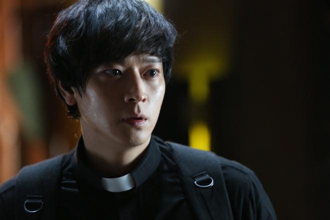 Kang Dong Won ha be Joo Won tai phong ve Han Quoc hinh anh