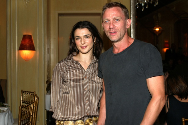 Nguoi phu nu dung sau 'James Bond' Daniel Craig hinh anh 2