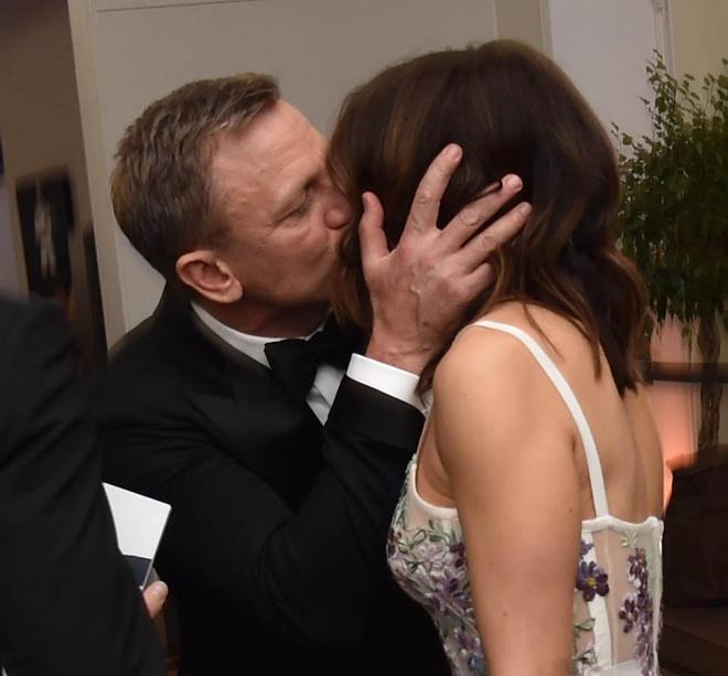 Nguoi phu nu dung sau 'James Bond' Daniel Craig hinh anh 3