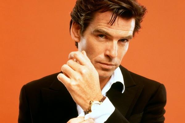 Pierce Brosnan che bom tan '007: Spectre' qua dai dong hinh anh