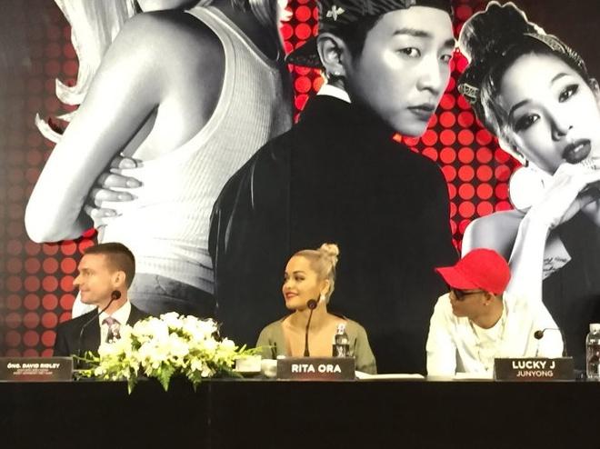 Rita Ora: 'Dieu quan trong la phai biet cong chung muon gi' hinh anh 2