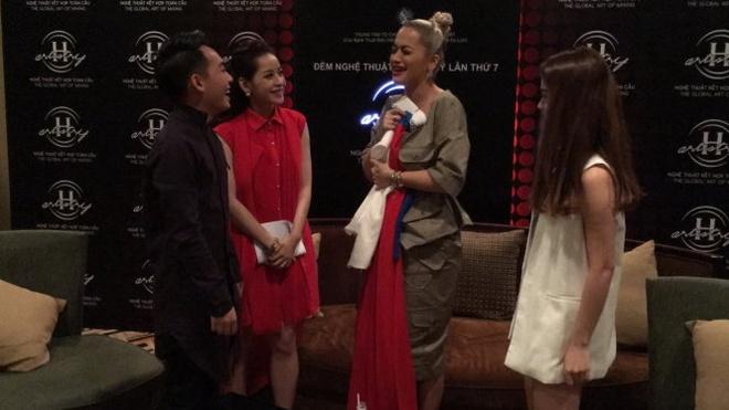 Rita Ora: 'Dieu quan trong la phai biet cong chung muon gi' hinh anh 3
