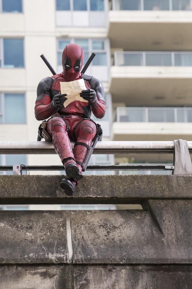 'Deadpool' nham nhe pha ky luc '50 sac thai' hinh anh 1