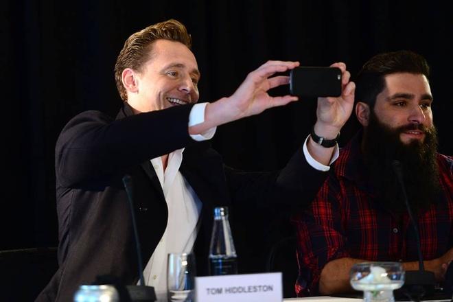 Tom Hiddleston noi tieng Viet tai buoi hop bao 'King Kong' hinh anh