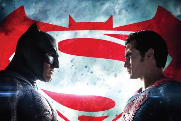Phien ban dia cua 'Batman v Superman' bi gan mac 17+ hinh anh