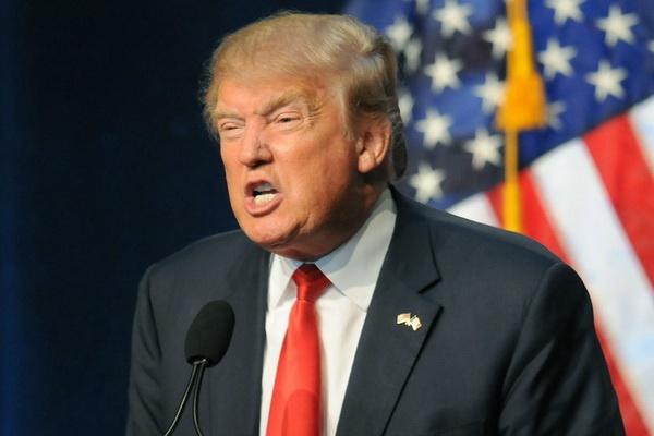 Donald Trump bi gieu mac benh AIDS trong phim hai hanh dong hinh anh