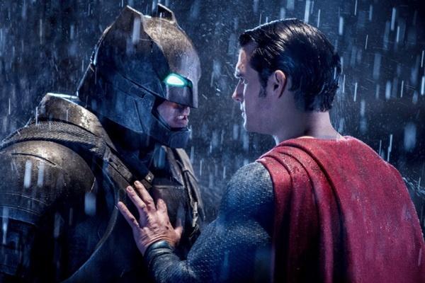 Gioi phe binh quoc te de dat voi 'Batman v Superman' hinh anh