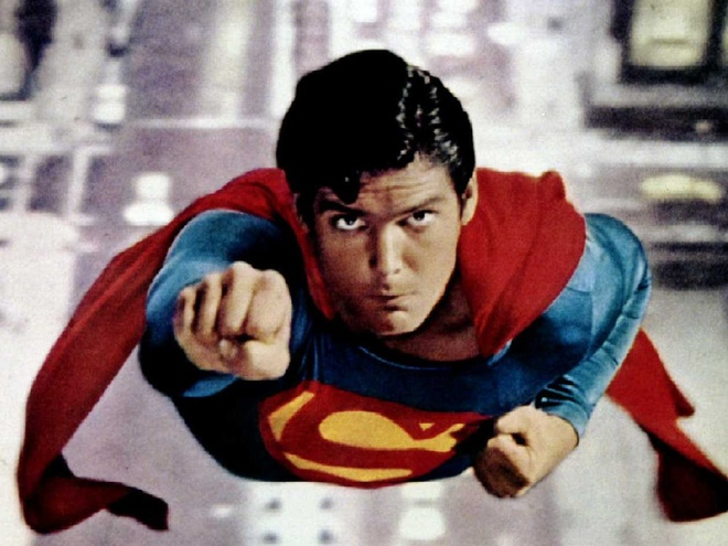 Batman hay Superman an khach hon tai phong ve? hinh anh 3