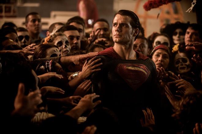 'Batman v Superman': Hoanh trang, bao liet va day tiec nuoi hinh anh 4