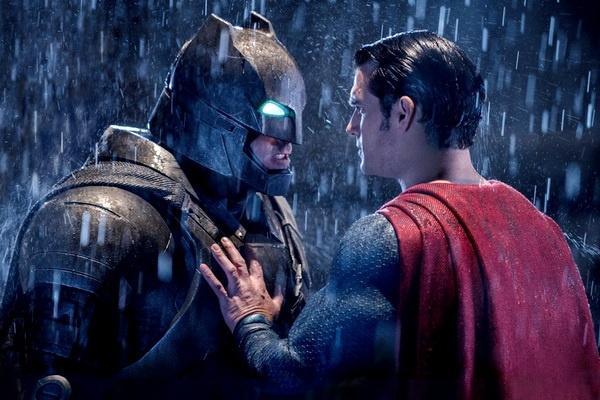 'Batman v Superman': Hoanh trang, bao liet va day tiec nuoi hinh anh