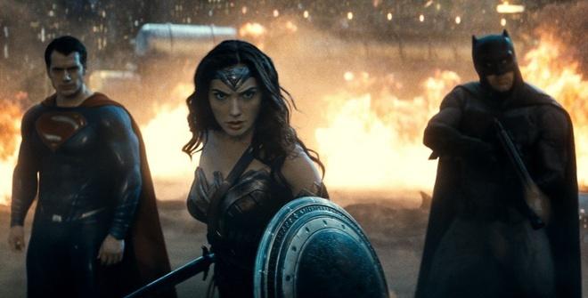 'Batman v Superman': Hoanh trang, bao liet va day tiec nuoi hinh anh 3