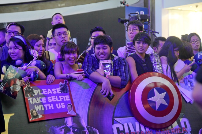 Nguoi dan Singapore cuong nhiet chao don 'Captain America 3' hinh anh 4