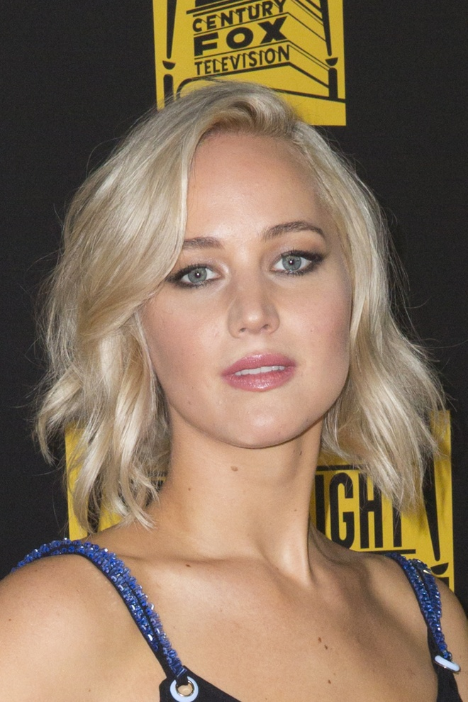 Jennifer Lawrence sam vai doanh nhan nganh y gay tranh cai hinh anh 2