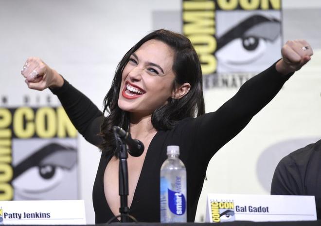 Cuoc so ke an tuong giua Marvel va DC tai Comic-Con 2016 hinh anh 1