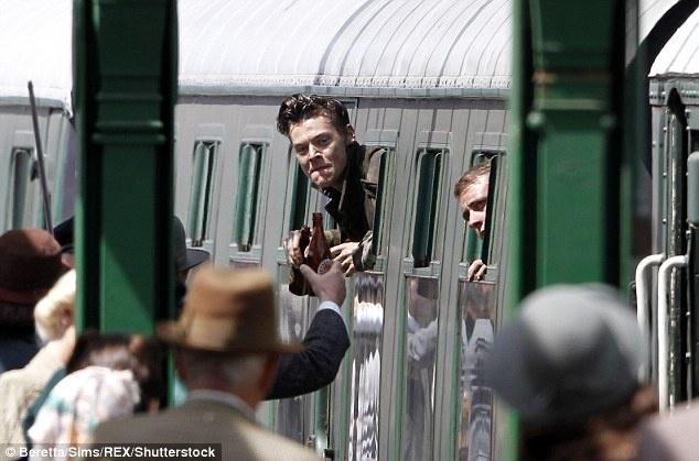 Harry Styles lam lem tren phim truong cua Christopher Nolan hinh anh 1
