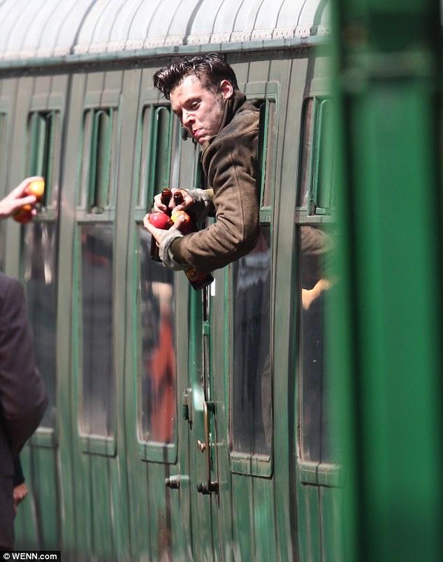 Harry Styles lam lem tren phim truong cua Christopher Nolan hinh anh 4
