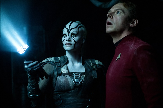 Bom tan 'Star Trek Beyond': Chat che va choang ngop hinh anh
