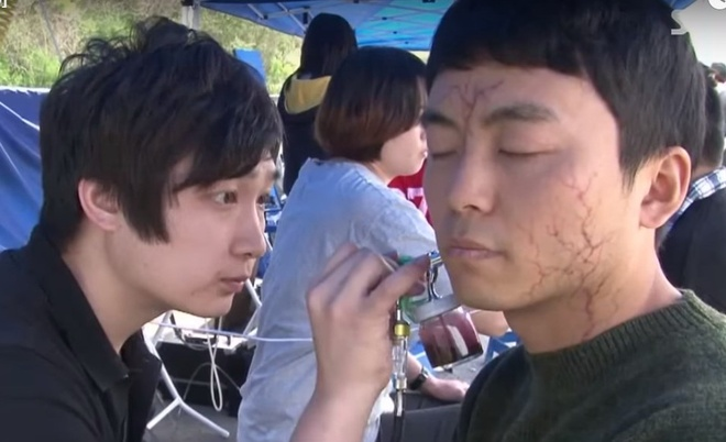 Phim xac song Han sap can moc 10 trieu khan gia hinh anh 2